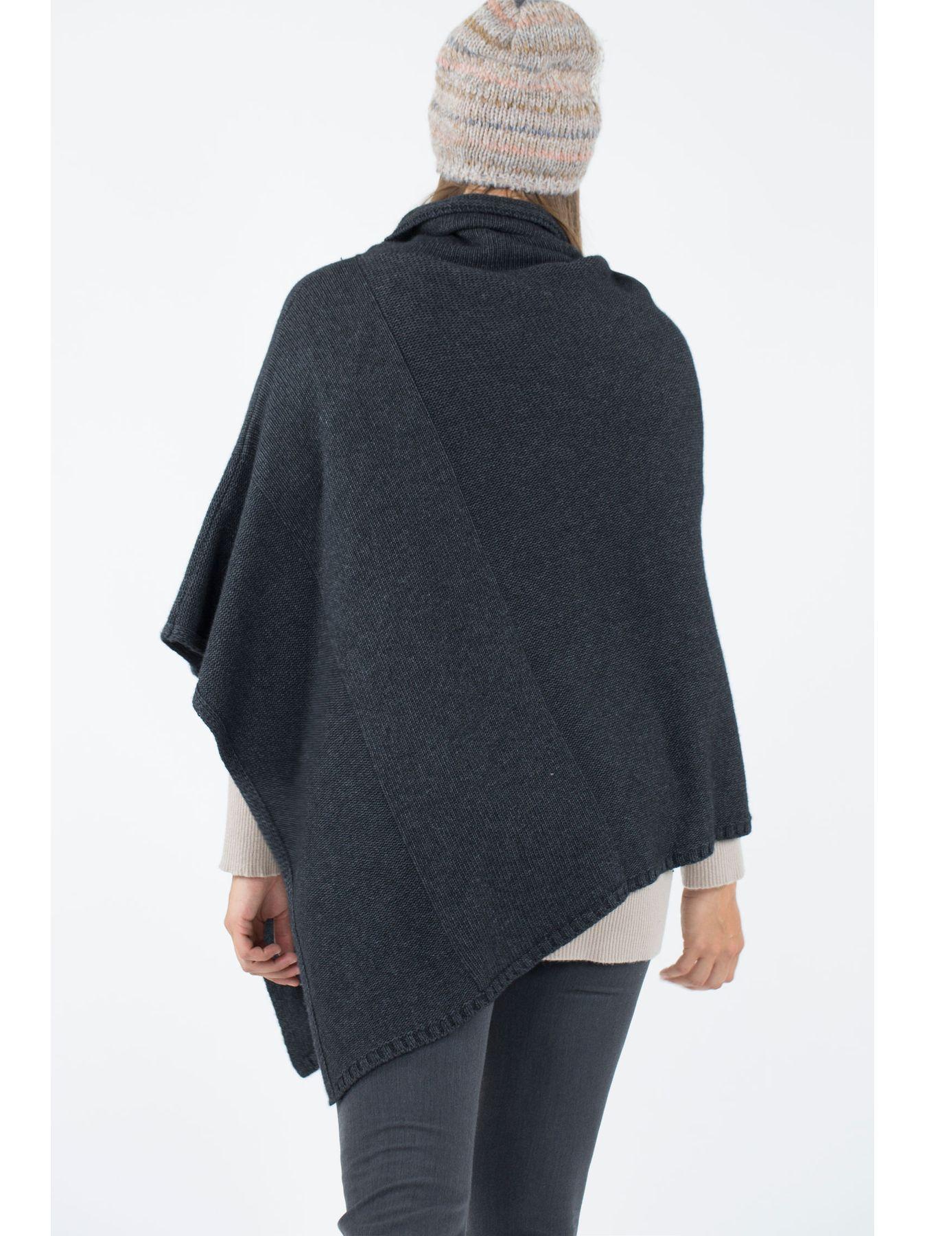 Poncho quadrato in maglia