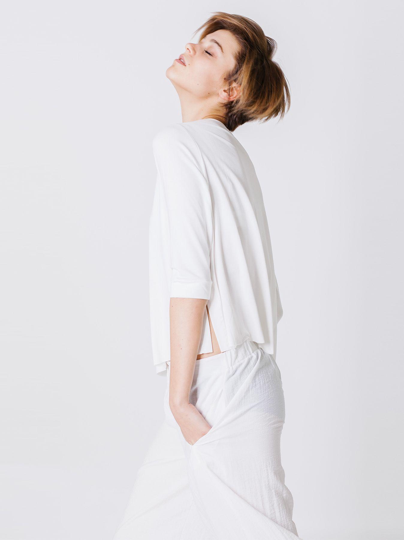 T-shirt quadratina con bretelle