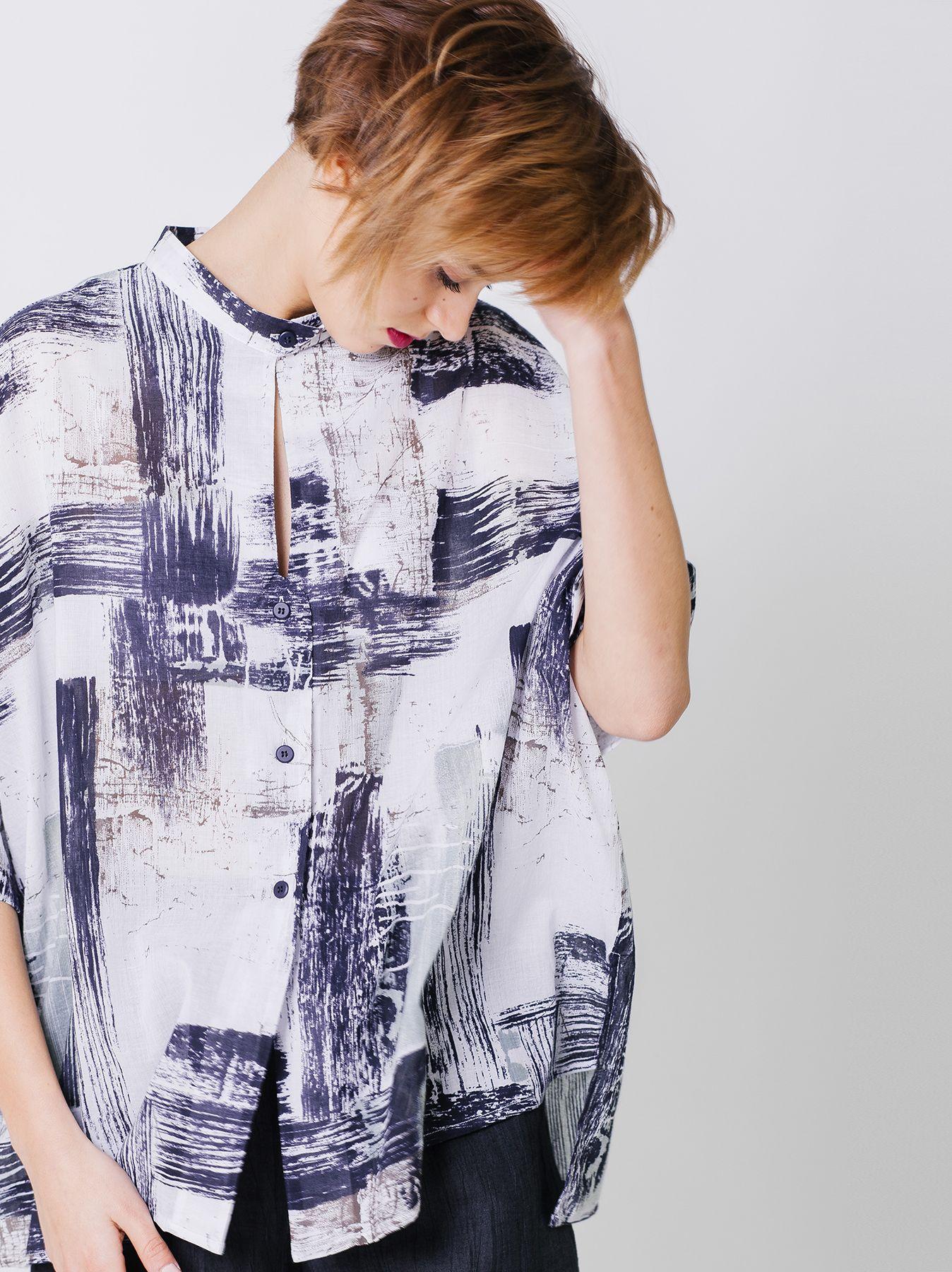 Camicia con stampe spennellata