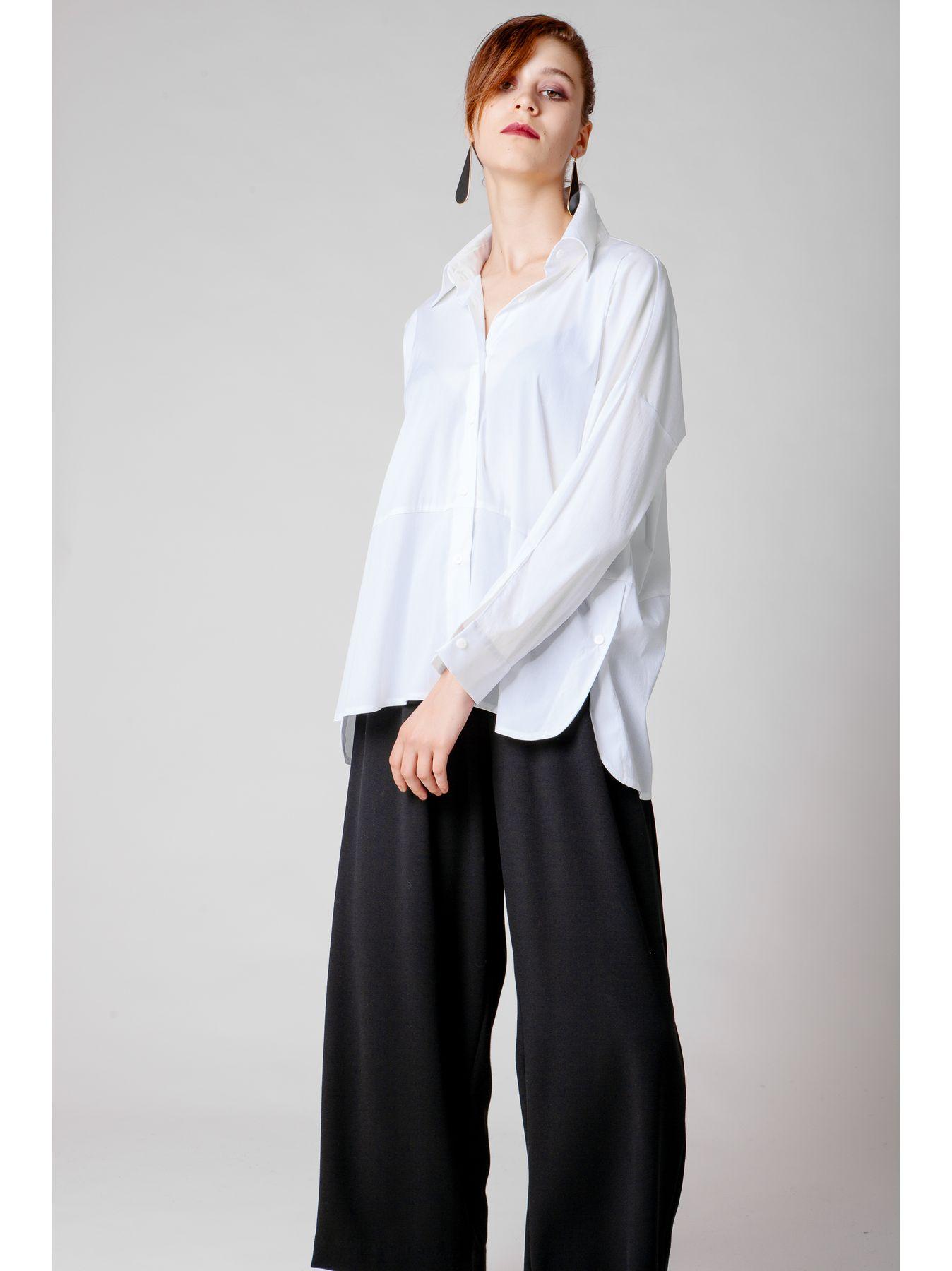 Camicia in  cotone elasticizzato con taglio trasversale