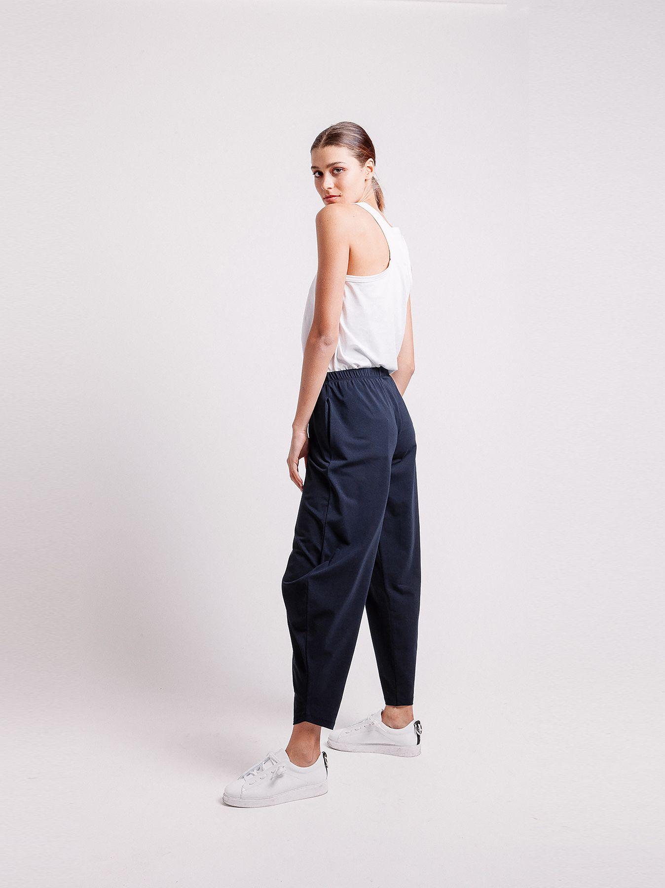 Pantalone con gamba ampia