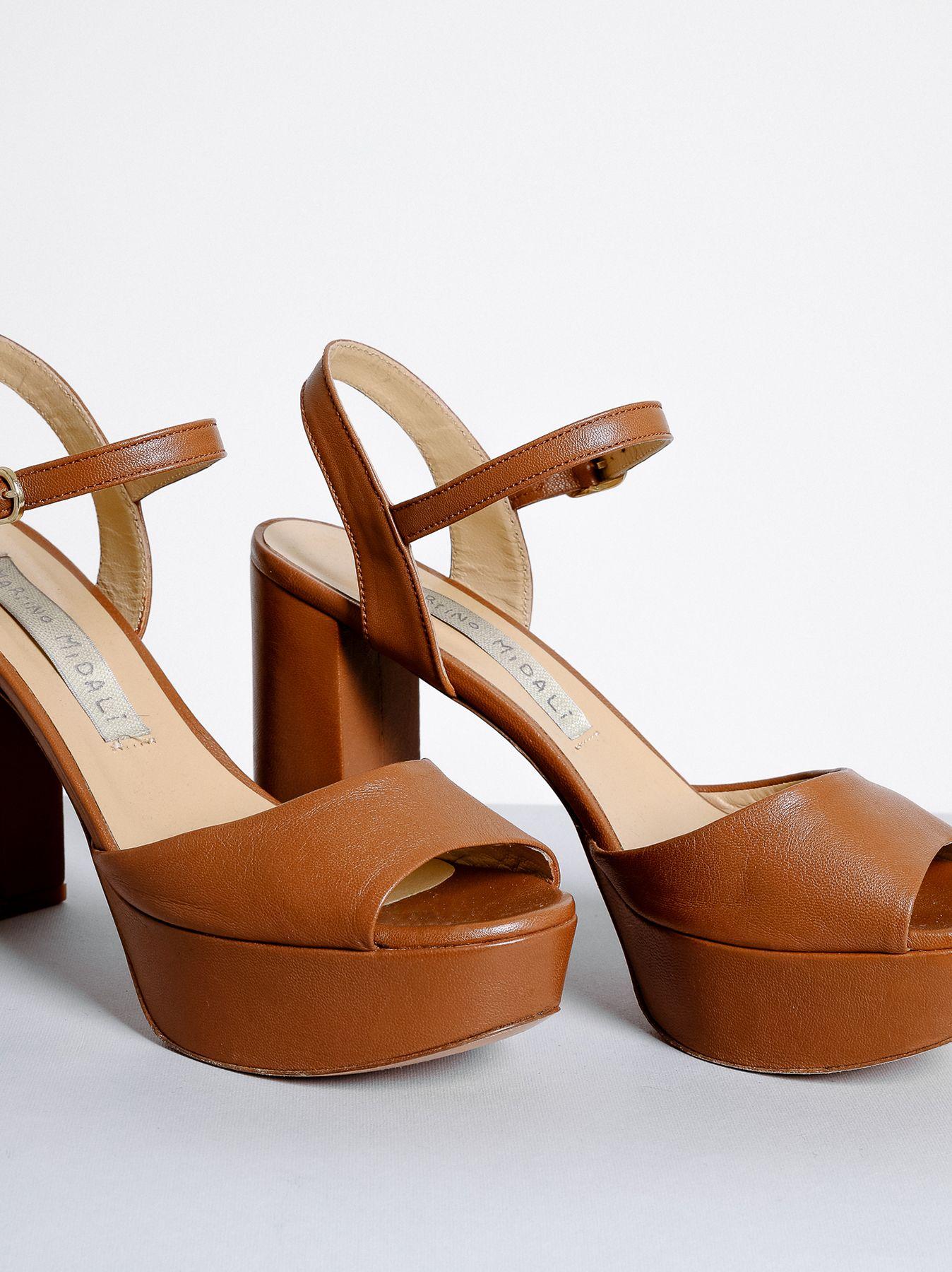 Sandalo alto con plateau