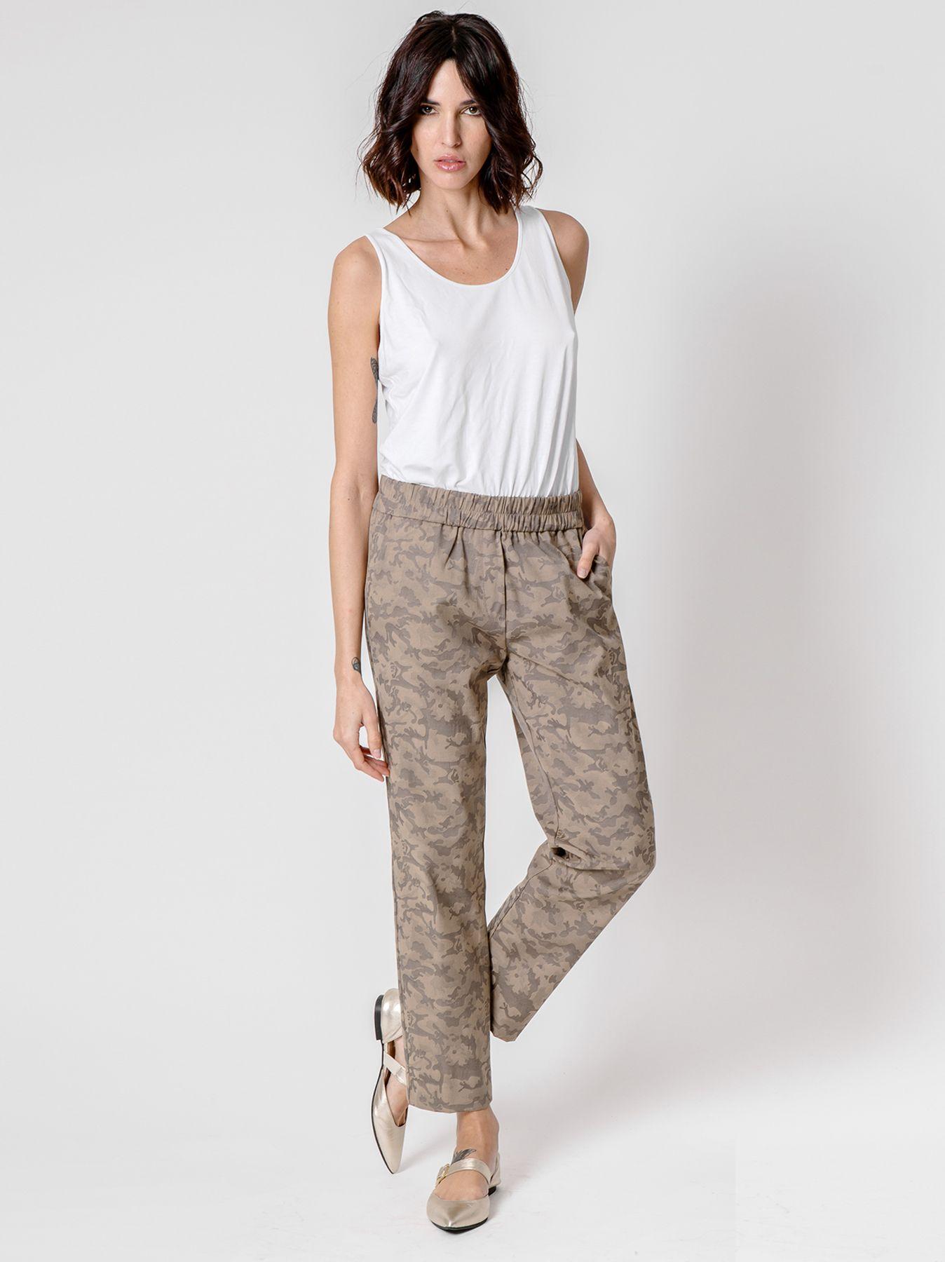 Pantalone sigaretta con disegno Camouflage