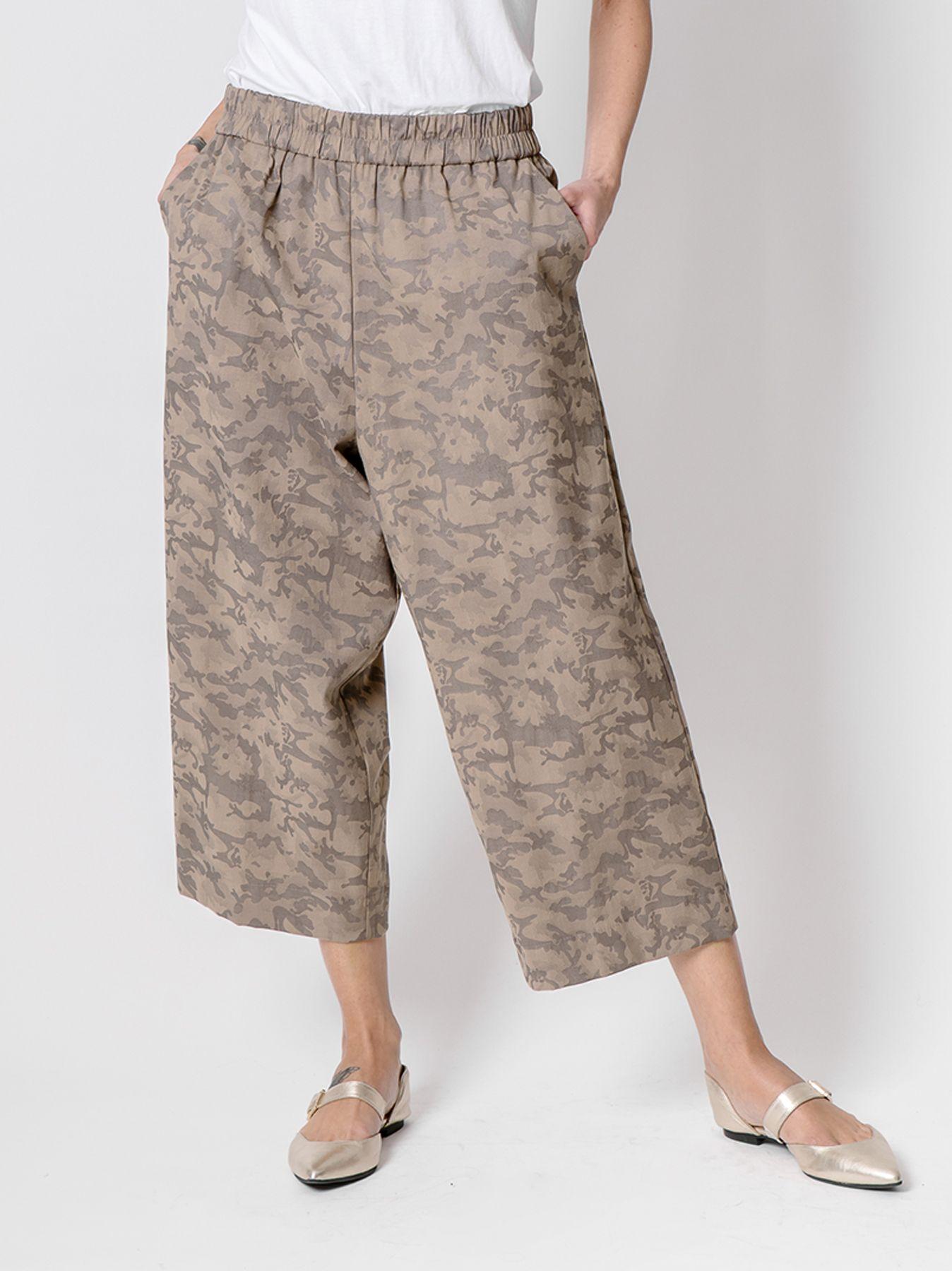 Pantalone gaucho con disegno Camouflage