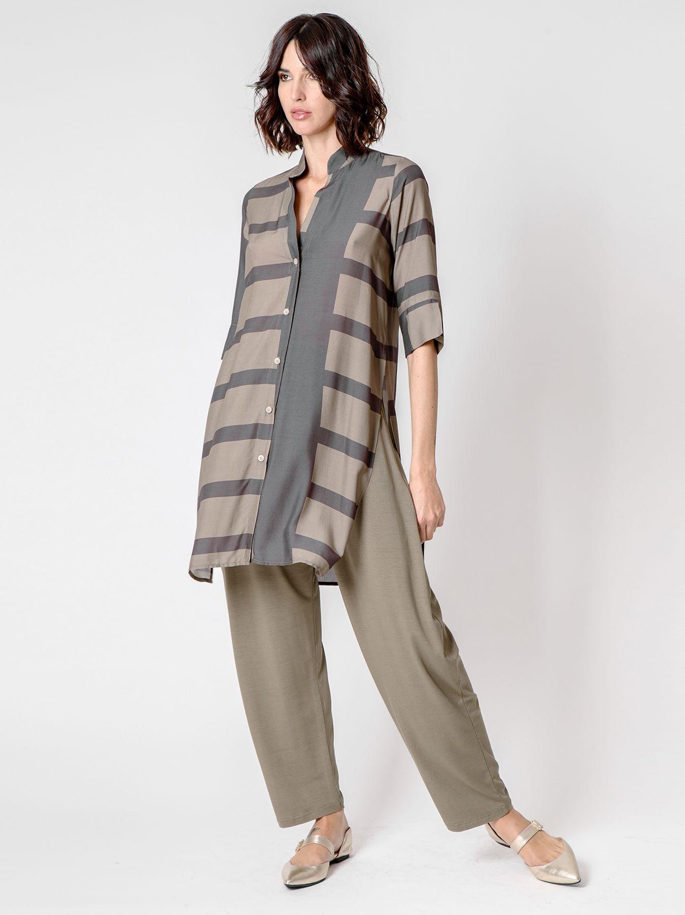 Camicia lunga in viscosa con stampa geometrica