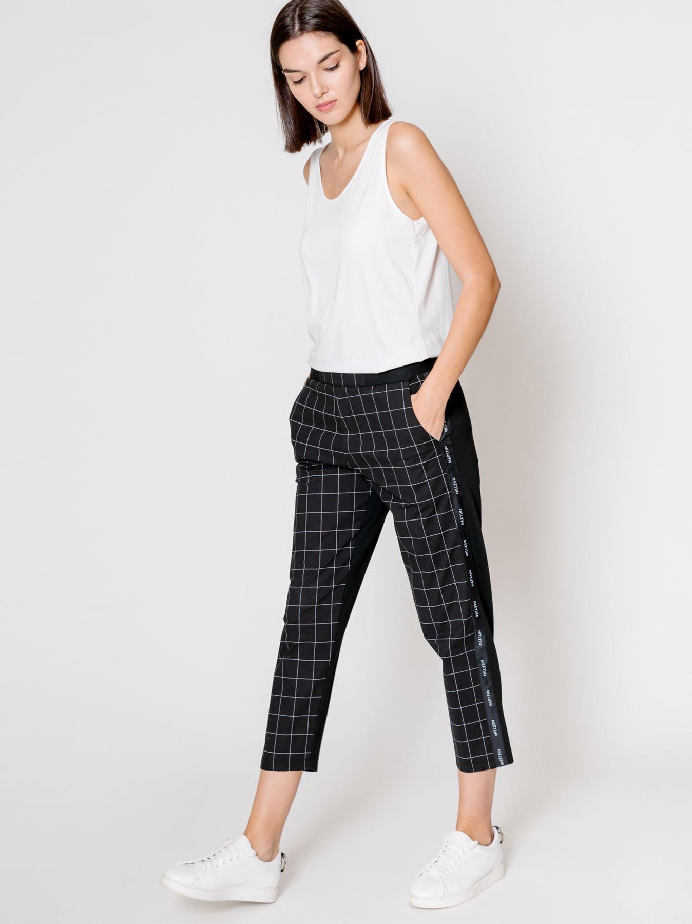 Pantalone chino con nastro logato