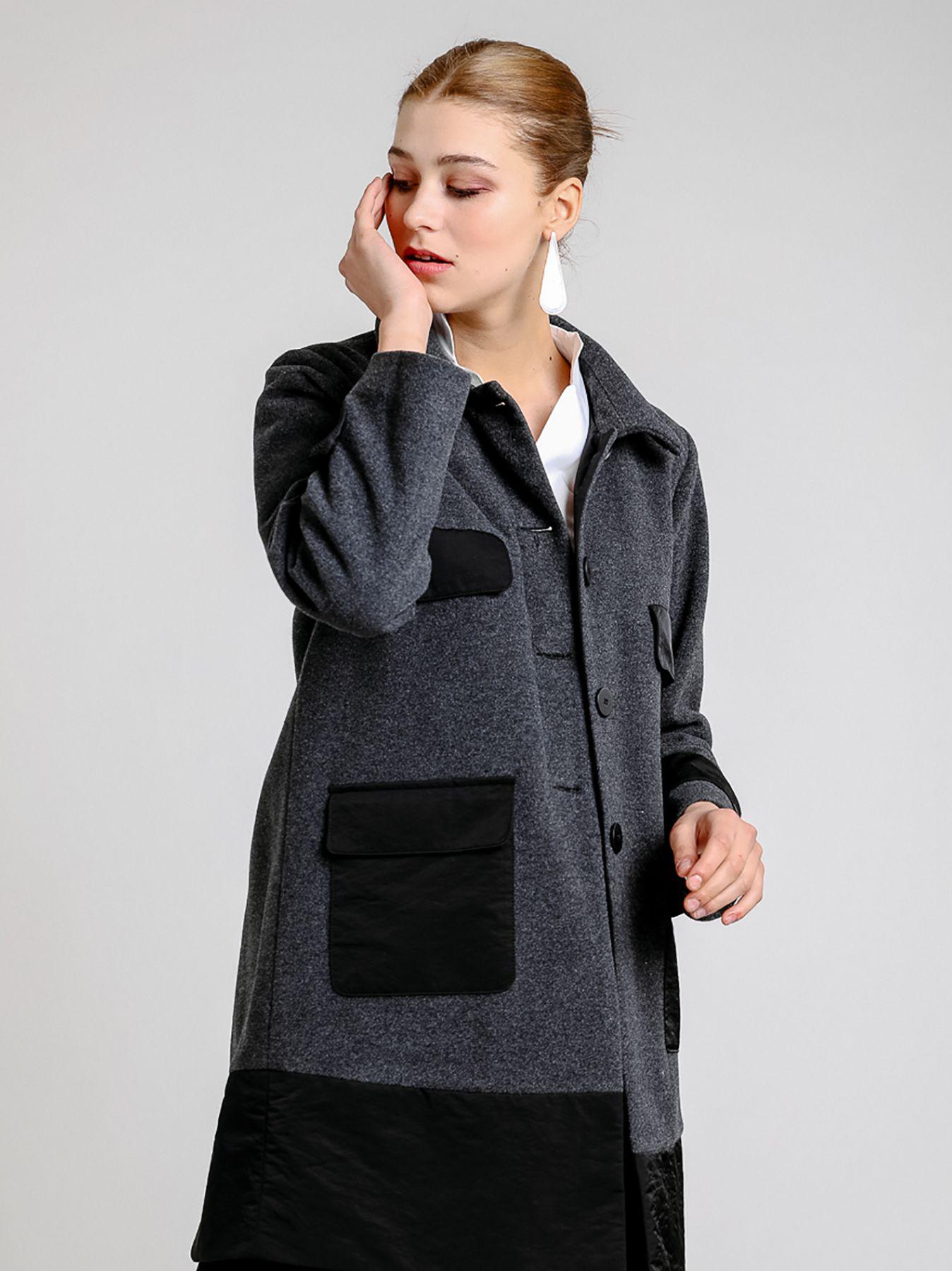 Cappotto in panno di lana e inserti in tessuto tecnico
